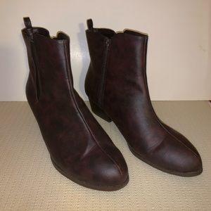 Cushion Walk by AVON brown boots. SIZE 10